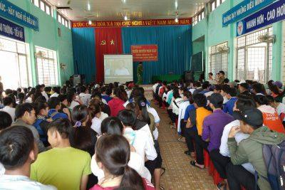 Trường THPT Nguyễn Tất Thành phối hợp với Công an huyện M'Drăk tổ chức tuyên truyền pháp luật, phòng chống ma túy, luật giao thông đường bộ năm 2018